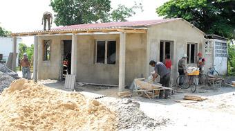 20120401064105-viviendas-const-laboran.jpg