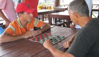 20110416054206-damas-juego.jpg