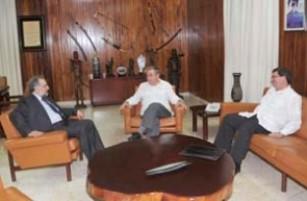 20120211004323-raul-castro-ministro-de-paraguay-35-thumb307-.jpg