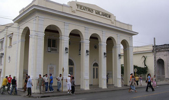 20120313231202-teatro-milanes-calle-p.jpg