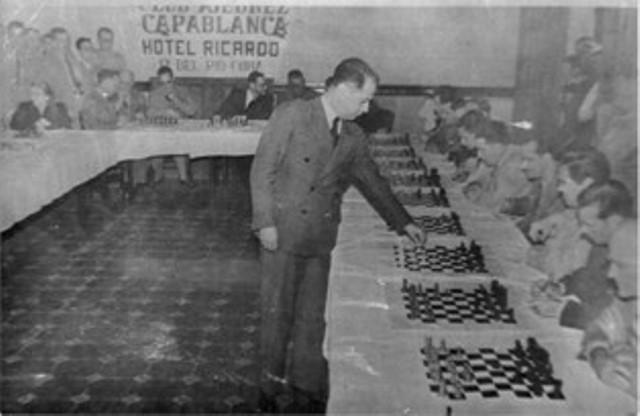 20171119000734-capablanca-en-pinar-del-rio-8-de-marzo-de-1941.jpg